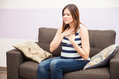 pregnant woman feeling heartburn