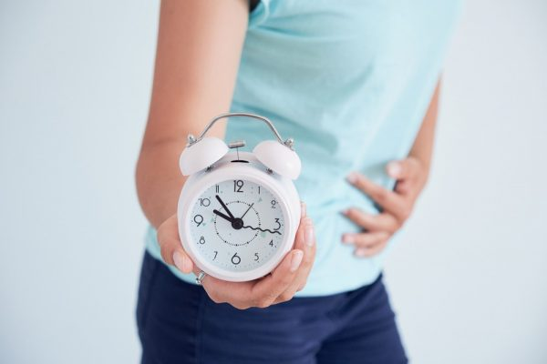 girl with abdominal pain with a clock
