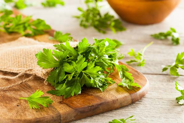 Parsley leaves on wooden platter