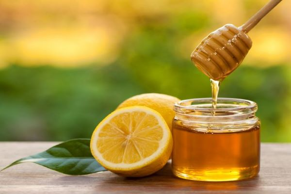 honey dripping with slices of lemon