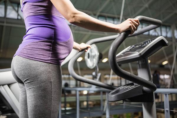 pregnant lady on treadmill