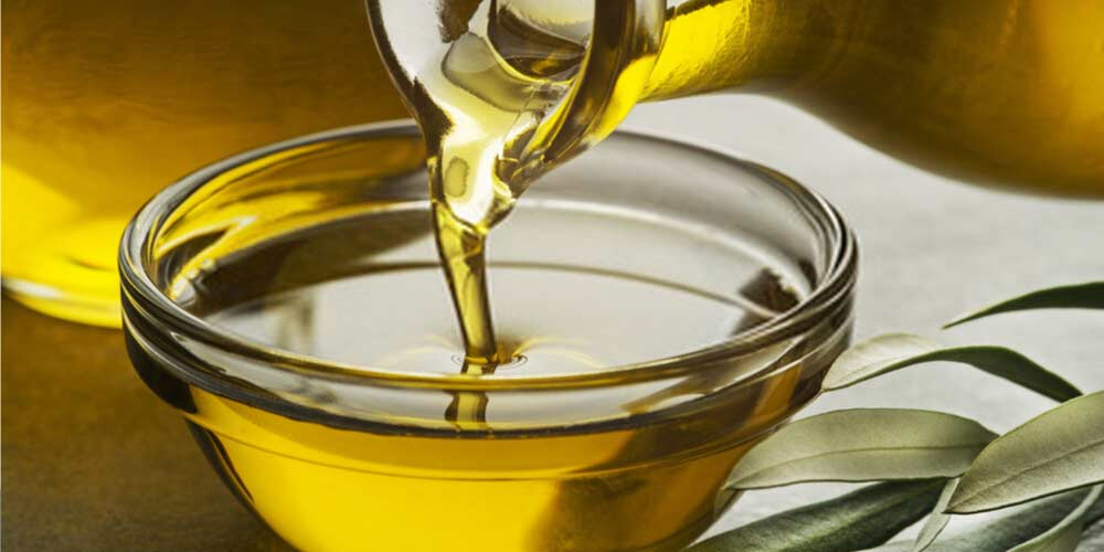 Olive oil-Essential-Oils-To-Treat-Ear-Pain