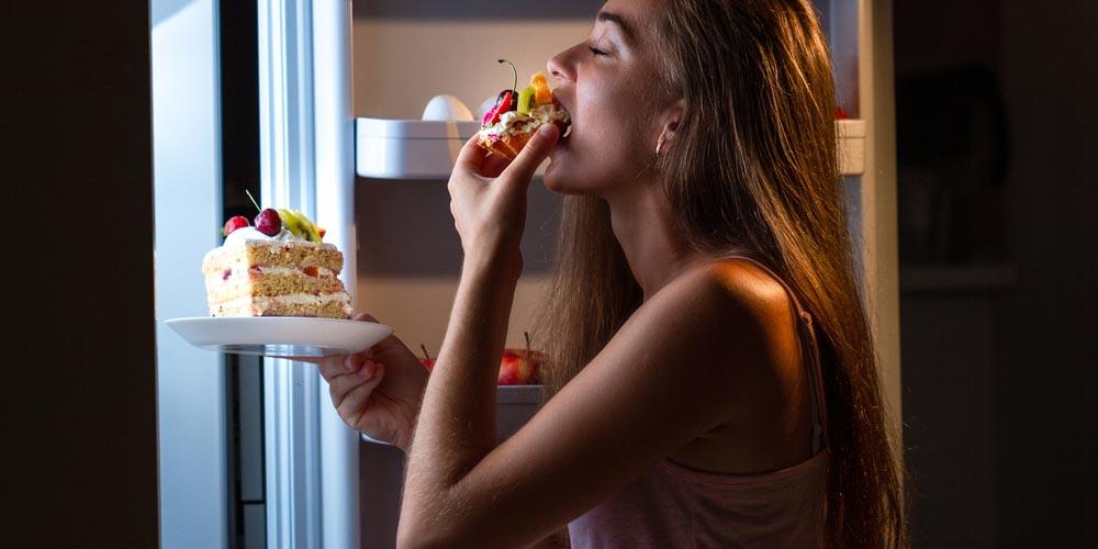 female binge eating deserts late at night