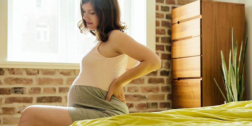 female having backpain in pregnancy